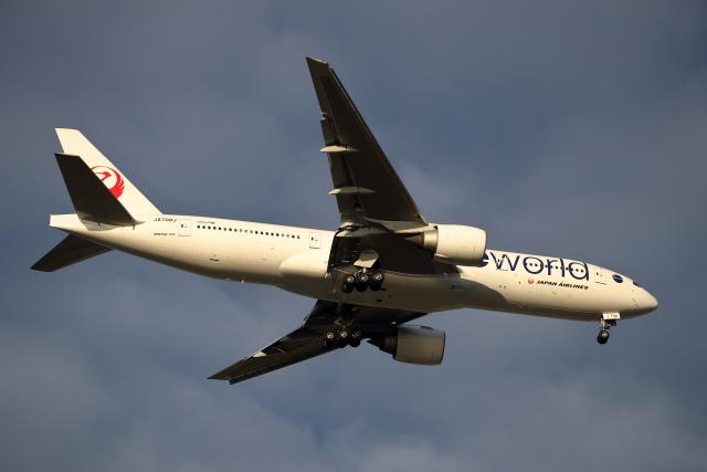 MOHICANさんが、福岡空港で撮影した日本航空 777-246/ERの航空フォト(飛行機 写真・画像)