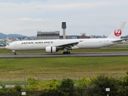 Sakamaru 847さんが、伊丹空港で撮影した日本航空 777-346の航空フォト(飛行機 写真・画像)