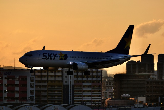 M.airphotoさんが、福岡空港で撮影したスカイマーク 737-8ALの航空フォト(飛行機 写真・画像)