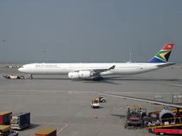 maverickさんが、香港国際空港で撮影した南アフリカ航空 A340-642の航空フォト(飛行機 写真・画像)