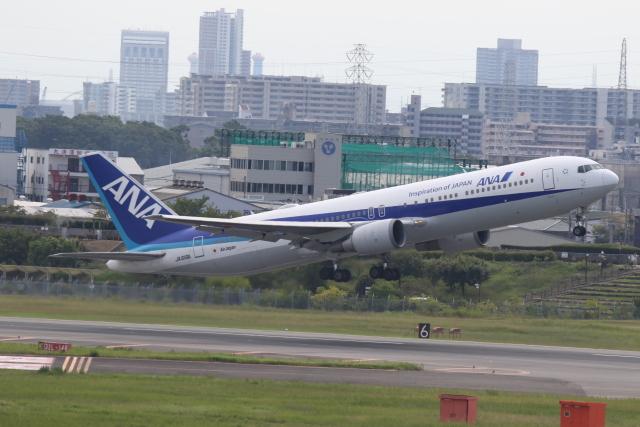 ANA744Foreverさんが、伊丹空港で撮影した全日空 767-381/ERの航空フォト(飛行機 写真・画像)