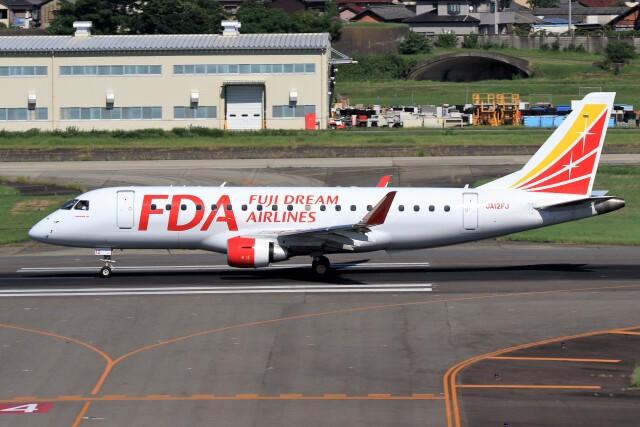 walker2000さんが、名古屋飛行場で撮影したフジドリームエアラインズ ERJ-170-200 (ERJ-175STD)の航空フォト(飛行機 写真・画像)