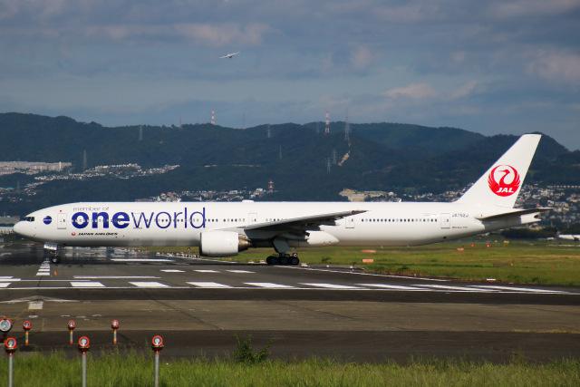 えのびよーんさんが、伊丹空港で撮影した日本航空 777-346の航空フォト(飛行機 写真・画像)