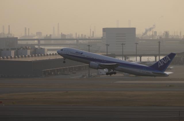double_licenseさんが、羽田空港で撮影した全日空 767-381の航空フォト(飛行機 写真・画像)