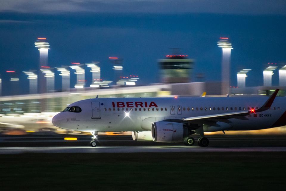 gomaさんのイベリア航空 Airbus A320neo (EC-MXY) 航空フォト