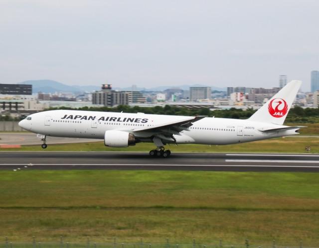 えのびよーんさんが、伊丹空港で撮影した日本航空 777-289の航空フォト(飛行機 写真・画像)