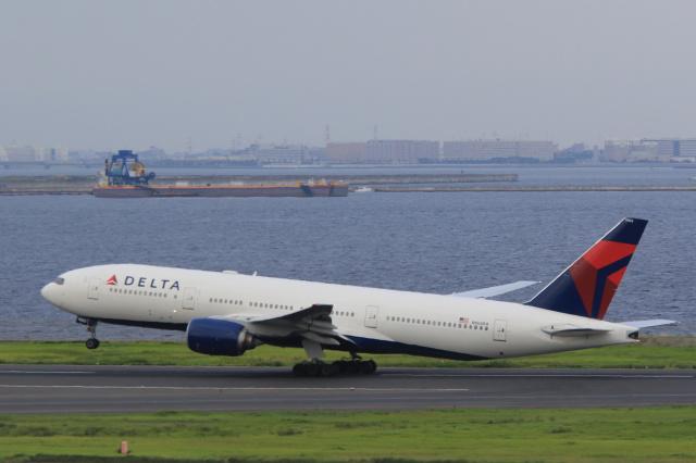 inyoさんが、羽田空港で撮影したデルタ航空 777-232/ERの航空フォト(飛行機 写真・画像)