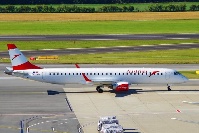 ちっとろむさんが、ウィーン国際空港で撮影したオーストリア航空 ERJ-190-200 LR (ERJ-195LR)の航空フォト(飛行機 写真・画像)