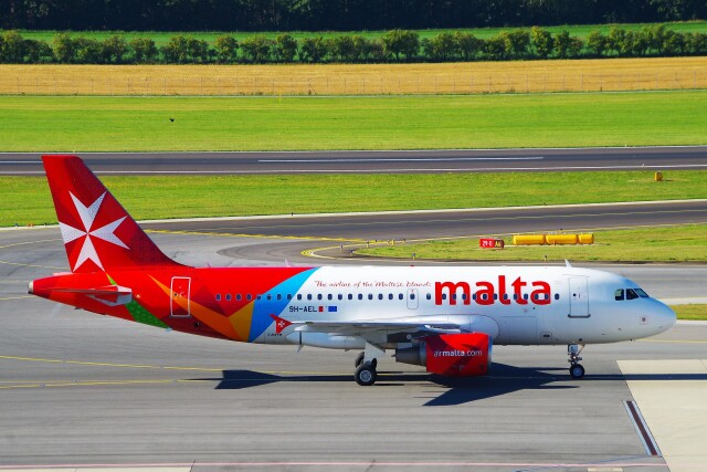 ちっとろむさんが、ウィーン国際空港で撮影したエア・マルタ A319-111の航空フォト(飛行機 写真・画像)