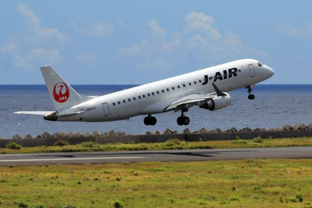 CL&CLさんが、奄美空港で撮影したジェイエア ERJ-190-100(ERJ-190STD)の航空フォト(飛行機 写真・画像)