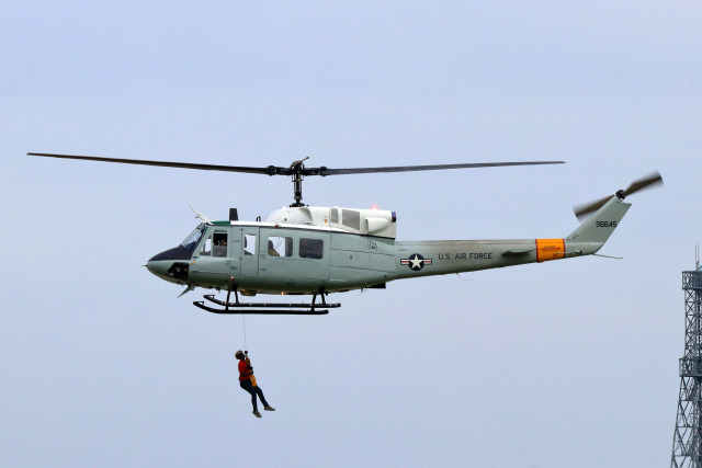 szkkjさんが、横田基地で撮影したアメリカ空軍 UH-1N Twin Hueyの航空フォト(飛行機 写真・画像)