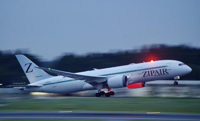 かっきーさんが、成田国際空港で撮影したZIPAIR 787-8 Dreamlinerの航空フォト(飛行機 写真・画像)