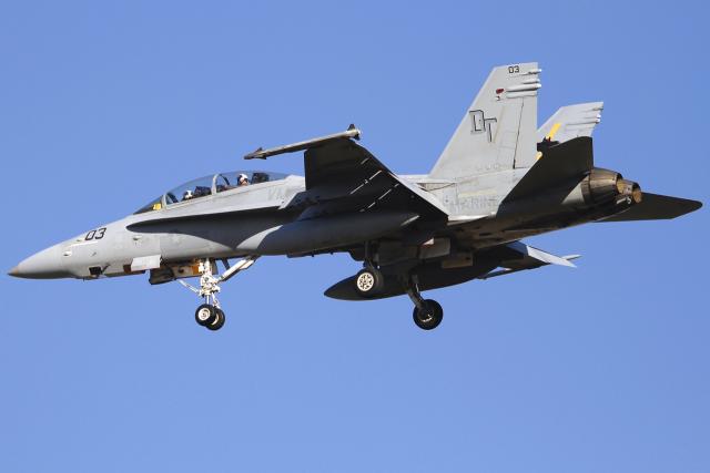 とらとらさんが、厚木飛行場で撮影したアメリカ海兵隊 F/A-18D Hornetの航空フォト(飛行機 写真・画像)