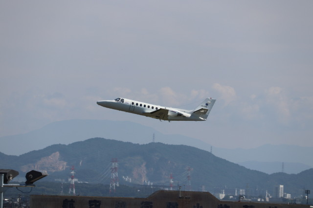 flyflygoさんが、名古屋飛行場で撮影した中日本航空 560 Citation Vの航空フォト(飛行機 写真・画像)