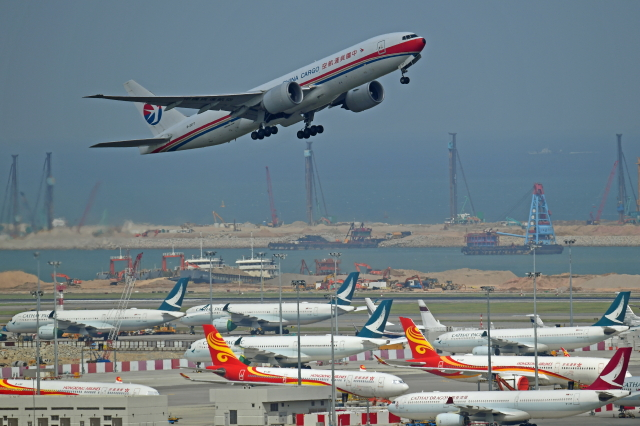 Souma2005さんが、香港国際空港で撮影した中国貨運航空 777-F6Nの航空フォト(飛行機 写真・画像)