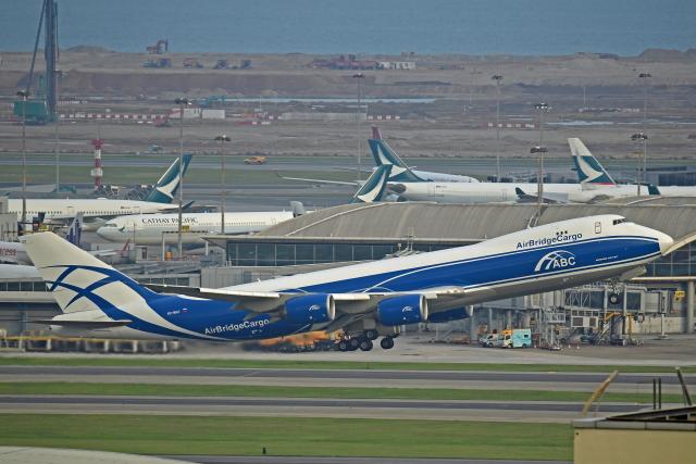 Souma2005さんが、香港国際空港で撮影したエアブリッジ・カーゴ・エアラインズ 747-8HVF(SCD)の航空フォト(飛行機 写真・画像)