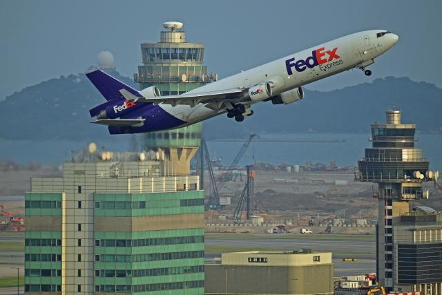 Souma2005さんが、香港国際空港で撮影したフェデックス・エクスプレス MD-11Fの航空フォト(飛行機 写真・画像)