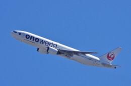 mild lifeさんが、伊丹空港で撮影した日本航空 777-246の航空フォト(飛行機 写真・画像)