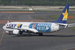 RYO13さんが、新千歳空港で撮影したスカイマーク 737-86Nの航空フォト(飛行機 写真・画像)