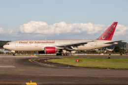 KANTO61さんが、横田基地で撮影したオムニエアインターナショナル 777-2U8/ERの航空フォト(飛行機 写真・画像)
