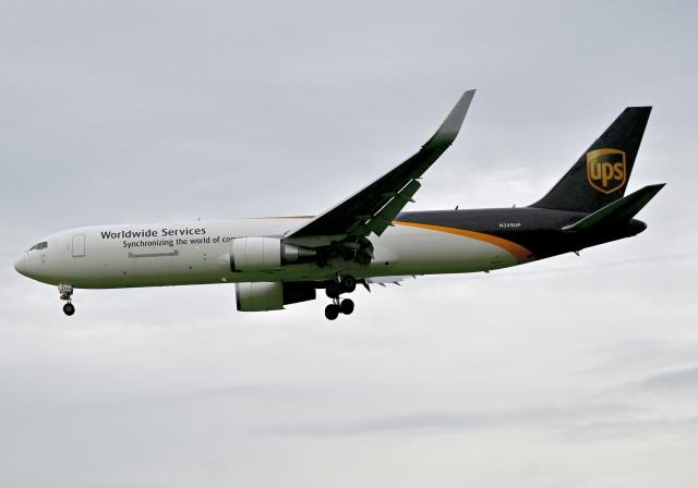雲霧さんが、成田国際空港で撮影したUPS航空 767-34AF/ERの航空フォト(飛行機 写真・画像)
