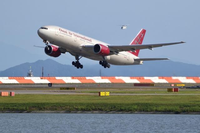 JJ✈さんが、岩国空港で撮影したオムニエアインターナショナル 777-2U8/ERの航空フォト(飛行機 写真・画像)