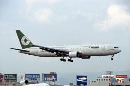 Gambardierさんが、福岡空港で撮影したエバー航空 767-35E/ERの航空フォト(飛行機 写真・画像)