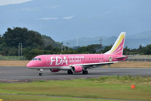 ワイエスさんが、鹿児島空港で撮影したフジドリームエアラインズ ERJ-170-200 (ERJ-175STD)の航空フォト(飛行機 写真・画像)