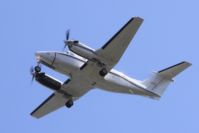 飛行機ゆうちゃんさんが、厚木飛行場で撮影したアメリカ海軍 UC-12F Super King Air (B200C)の航空フォト(飛行機 写真・画像)