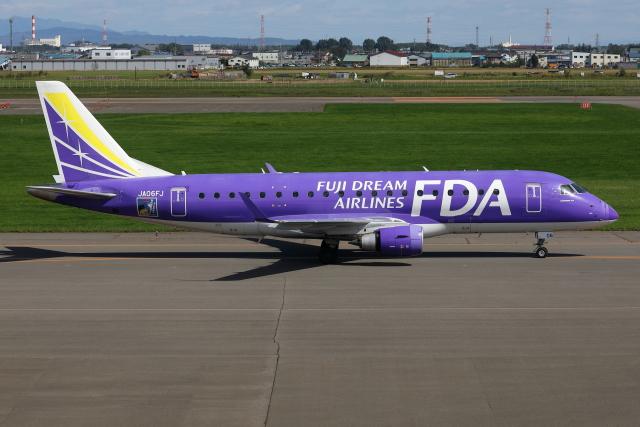 TIA spotterさんが、札幌飛行場で撮影したフジドリームエアラインズ ERJ-170-200 (ERJ-175STD)の航空フォト(飛行機 写真・画像)