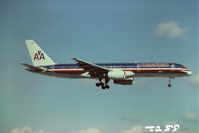 tassさんが、マイアミ国際空港で撮影したアメリカン航空 757-223の航空フォト(飛行機 写真・画像)