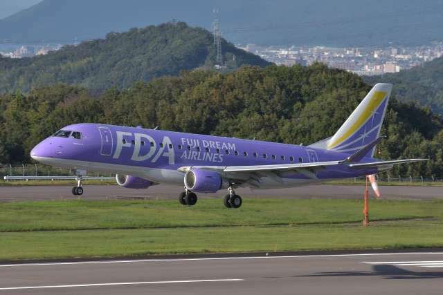 qooさんが、高松空港で撮影したフジドリームエアラインズ ERJ-170-200 (ERJ-175STD)の航空フォト(飛行機 写真・画像)