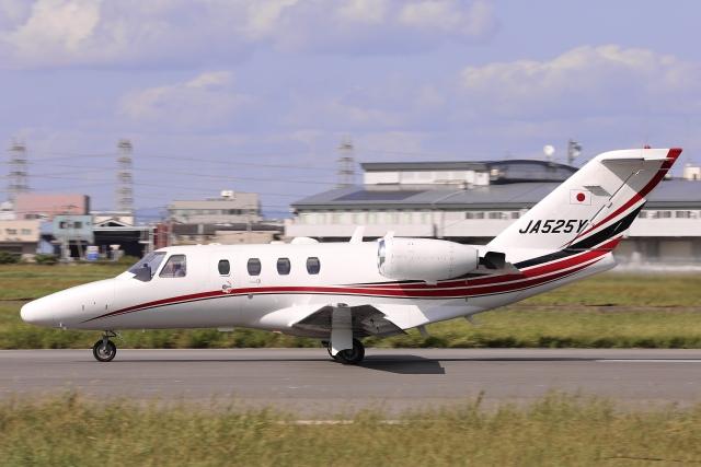 Hii82さんが、八尾空港で撮影したグラフィック 525A Citation CJ1の航空フォト(飛行機 写真・画像)