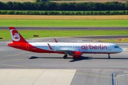 ちっとろむさんが、ウィーン国際空港で撮影したエア・ベルリン A321-211の航空フォト(飛行機 写真・画像)