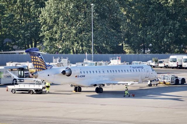344さんが、ベルリン・テーゲル空港で撮影したユーロウイングス CL-600-2D24 Regional Jet CRJ-900LRの航空フォト(飛行機 写真・画像)
