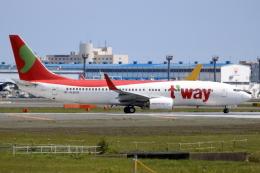 ▲®さんが、成田国際空港で撮影したティーウェイ航空 737-8KGの航空フォト(飛行機 写真・画像)