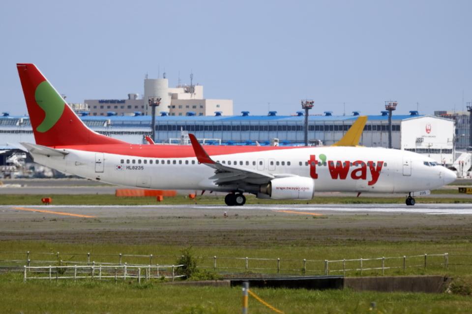 ▲®さんのティーウェイ航空 Boeing 737-800 (HL8235) 航空フォト