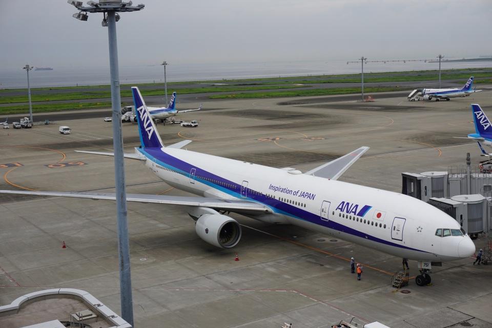 トレインさんの全日空 Boeing 777-300 (JA751A) 航空フォト