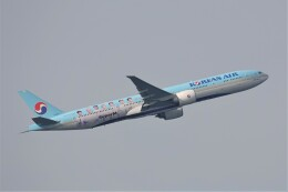 大韓航空 Boeing 777-300 (HL8010)  航空フォト | by jutenLCFさん  撮影2019年12月21日%s