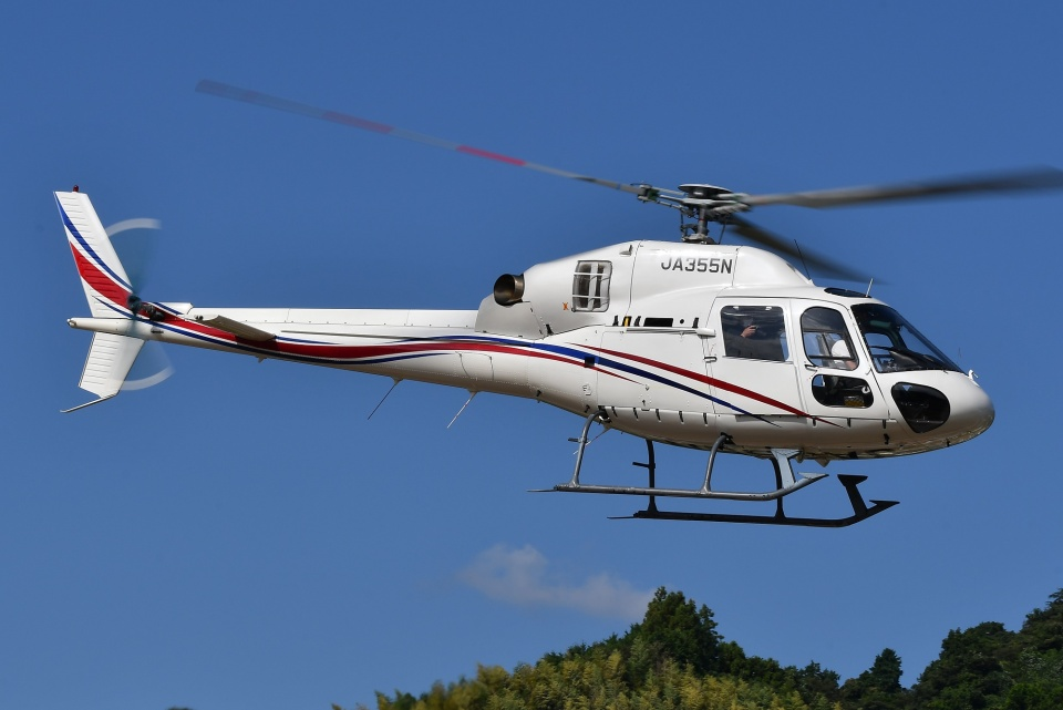 ブルーさんさんの静岡エアコミュータ Aerospatiale AS355 Ecureuil 2/TwinStar (JA355N) 航空フォト