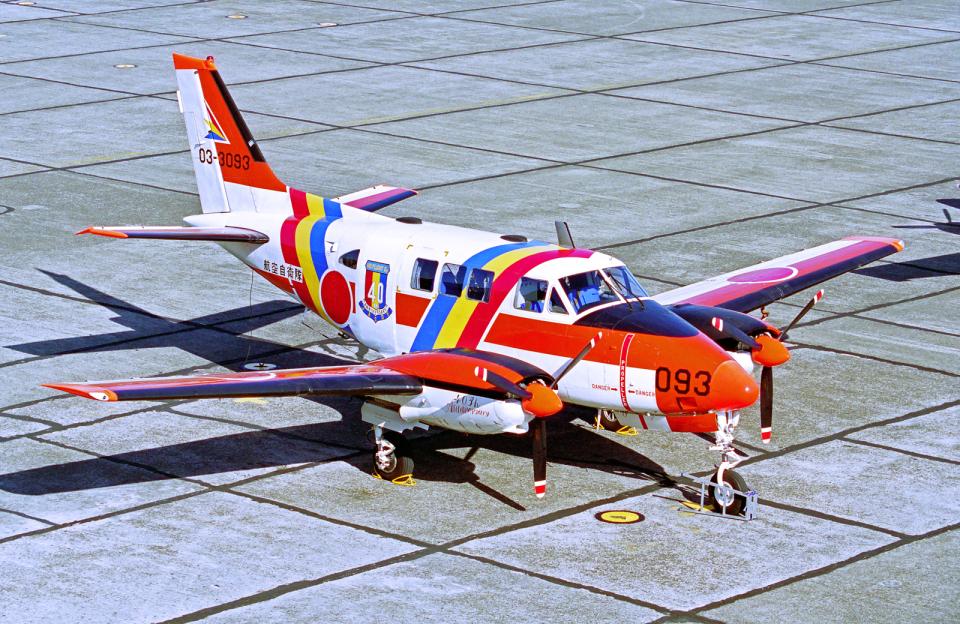A-330さんの航空自衛隊 Beechcraft Queen Air (03-3093) 航空フォト