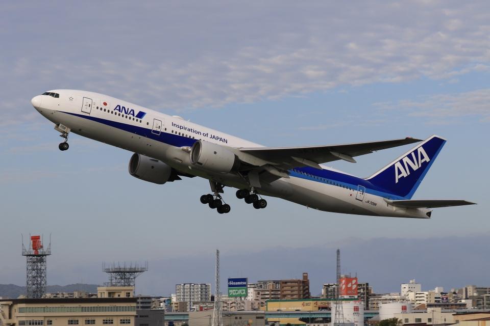 aki241012さんの全日空 Boeing 777-200 (JA708A) 航空フォト