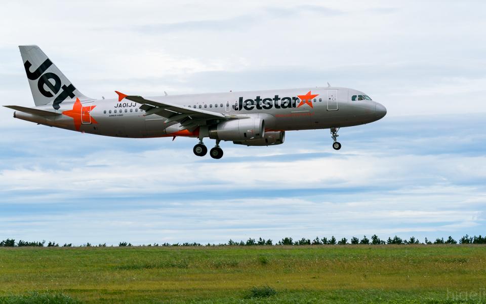 ひげじいさんのジェットスター・ジャパン Airbus A320 (JA01JJ) 航空フォト