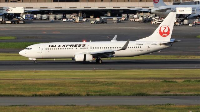 mich_stoneさんが、羽田空港で撮影したJALエクスプレス 737-846の航空フォト(飛行機 写真・画像)