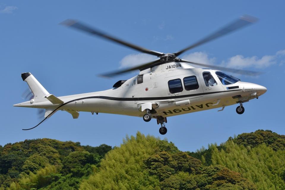 ブルーさんさんのノエビア Leonardo AW109 (JA109N) 航空フォト