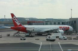 Hiro-hiroさんが、フランクフルト国際空港で撮影したTAM航空 777-32W/ERの航空フォト(飛行機 写真・画像)