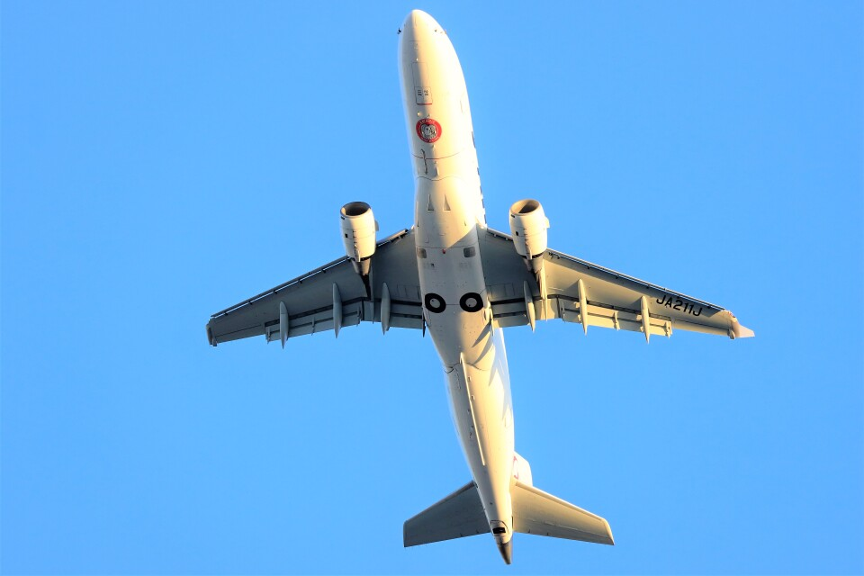 T.Sazenさんのジェイエア Embraer 170 (JA211J) 航空フォト