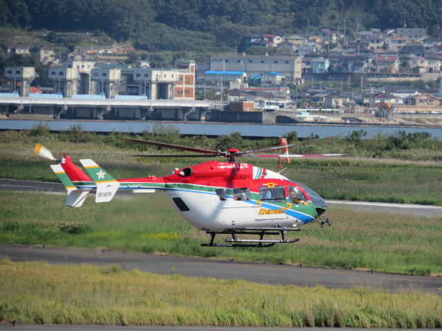 F.YUKIHIDEさんが、岡南飛行場で撮影した愛媛県消防防災航空隊 BK117C-2の航空フォト(飛行機 写真・画像)