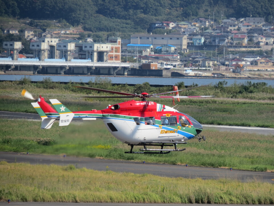 F.YUKIHIDEさんの愛媛県消防防災航空隊 Kawasaki BK117 (JA117E) 航空フォト