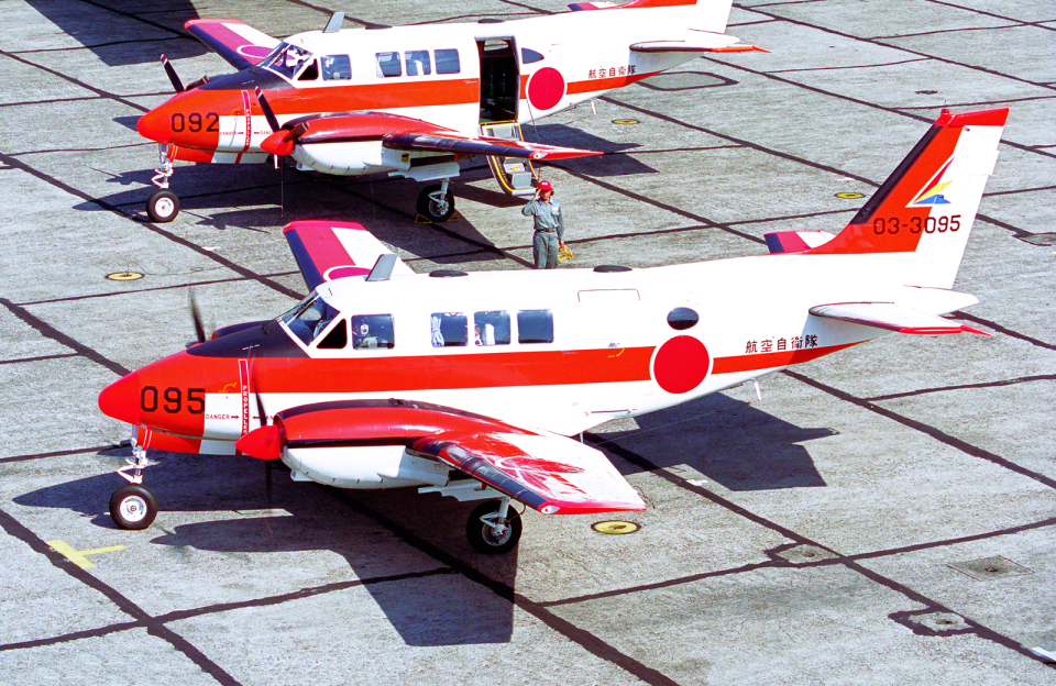 A-330さんの航空自衛隊 Beechcraft Queen Air (03-3095) 航空フォト